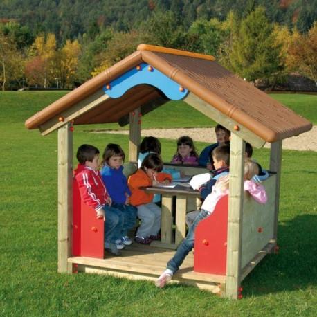 Cabane pour enfants avec table et bancs