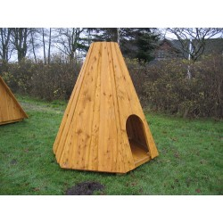 La cabane tipi en bois de robinier
