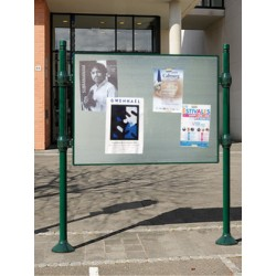 Panneau d'affichage libre sur poteaux