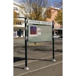Panneau d'affichage libre sur poteaux avec bandeau