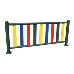 Barrière métallique pour aire de jeux